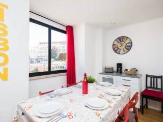Comfortable Condo with Internet Access and Satellite Or Cable TV - Lisbon vacation rentals