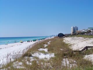 1st Floor-Pool/Hot Tub and FREE beach supplies - Destin vacation rentals