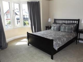 Well equipped, spacious 3 bed property with garden in Porthcawl town - Porthcawl vacation rentals