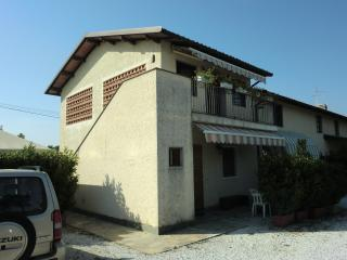 2 bedroom Townhouse with Short Breaks Allowed in Lido Di Camaiore - Lido Di Camaiore vacation rentals