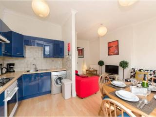 HYDE PARK Queen! Free Wi-Fi + Apple TV Tube 1 min! - London vacation rentals