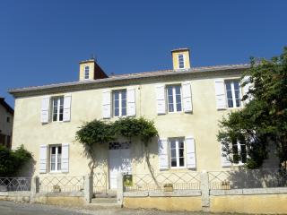 Nice 3 bedroom Auch Gite with Internet Access - Auch vacation rentals