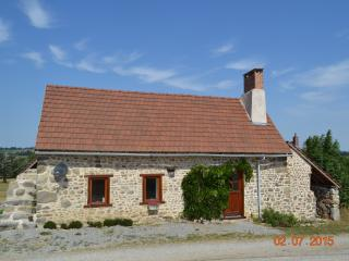 Nice Gite with Internet Access and Hot Tub - Chambon-sur-Voueize vacation rentals