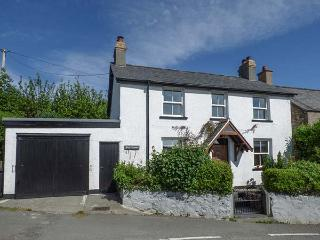 BRYN FFYNNON, detached, WiFi, lawned garden, beautiful country views, near Llanrwst, Ref 926542 - Llanrwst vacation rentals