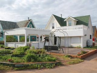 Adorable House with A/C and Central Heating in North Rustico - North Rustico vacation rentals