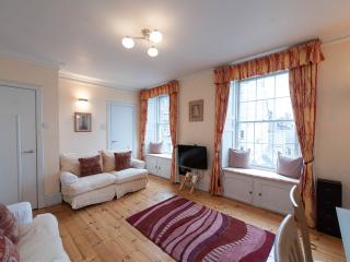 2 Bedroom Apartment on Edinburgh's Royal Mile (5) - Edinburgh vacation rentals