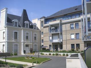 Nice Condo with Internet Access and Dishwasher - Saint-Malo vacation rentals