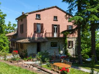 Bacialupo Bed & Breakfast - Camera Le Cementine - Montecalvo Versiggia vacation rentals