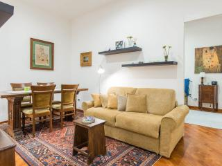 Bright 2 bedroom Naples Apartment with Internet Access - Naples vacation rentals