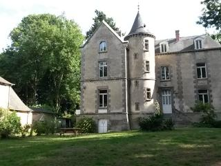 A castle in Brittany at the price of a house - Illifaut vacation rentals