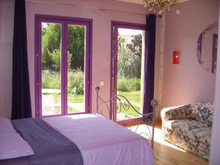 Bright 1 bedroom Bed and Breakfast in Pauillac with Internet Access - Pauillac vacation rentals
