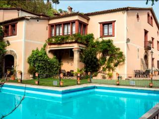 Spacious 7 bedroom Manor house in Capellades - Capellades vacation rentals