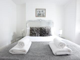 Contemporary Garden Flat Pimlico - London vacation rentals