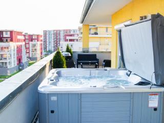 Brasov Sweet Retreat-Penthouse Galben 3 room 160m2 - Brasov vacation rentals