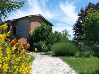 Bright 3 bedroom Calvi dell'Umbria Farmhouse Barn with Internet Access - Calvi dell'Umbria vacation rentals