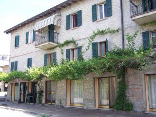 Casa Pippo: appartamenti vacanza nell'appennino - Baiso vacation rentals