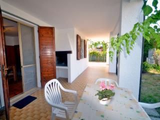 Villetta piano terra con giardino vicino al mare - Lido delle Nazioni vacation rentals