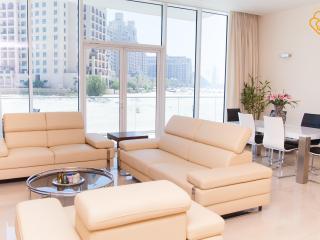 Lovely 2.5 B/R Apt Palm Jumeirah Dubai - Dubai vacation rentals