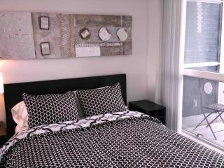 Stylish 2 Bedroom in Heart of Downtown Toronto - Toronto vacation rentals