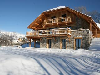 Bright 4 bedroom Saint-Andre-d'Embrun Guest house with Internet Access - Saint-Andre-d'Embrun vacation rentals