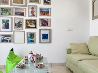 Near Montpellier, apartment in Le Crès w/ air con & WiFi – minutes to beach, shops - Le Cres vacation rentals