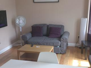 2 bedroom Apart, Sleeps 5 - London vacation rentals