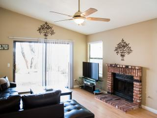 Delightful Two Bedroom Home With Jacuzzi - Las Vegas vacation rentals