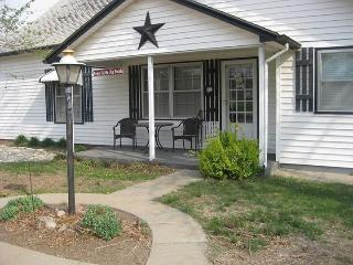 Comfortable Bed and Breakfast with Internet Access and A/C - Linn vacation rentals