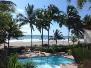 Beautiful Beach Front Apartment - Same vacation rentals