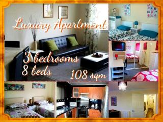 LUXURY 3 BEDROOM FLAT- UP TO 8 BEDS - FREE WIFI - Glasgow vacation rentals