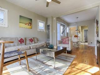 Bright one bedroom 2 blocks from Winward Circle and Muscle Beach. - Venice Beach vacation rentals