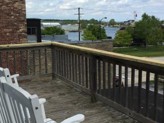 Comfortable Condo with Deck and Internet Access - Kewaunee vacation rentals