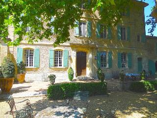 St. Remy-en-Provence, Dream Bastide in Provence, Private Pool and Elegant Gardens, Sleeps 12 - Saint-Remy-de-Provence vacation rentals