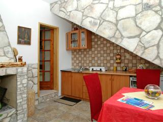 Beautiful 1 bedroom Condo in Vela Luka with Internet Access - Vela Luka vacation rentals