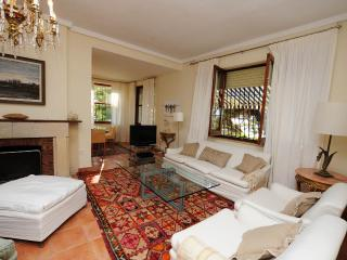 Beautiful Villa with Internet Access and Dishwasher - Alicante vacation rentals