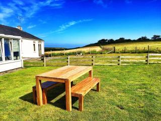 Luxury Bungalow 5-mins stroll to Morfa Nefyn Beach - Morfa Nefyn vacation rentals