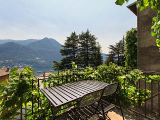 Lake-View House with Garden - Moltrasio vacation rentals