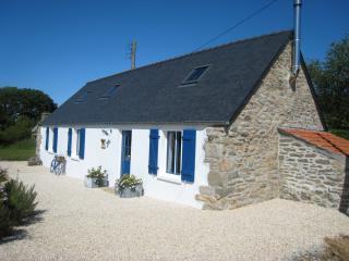 Tranquil stone gite 5 mins from the sea - Plourin vacation rentals