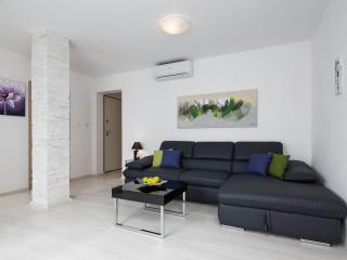 Bright and sunny attic apartment in Bol, Brac - Bol vacation rentals