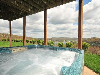 Splendid 4 Bedroom Elegantly furnished home with extraordinary lake views! - McHenry vacation rentals