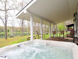Picturesque 2 Bedroom Cottage offers privacy on stunning lakefront! - Swanton vacation rentals