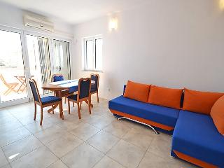 Bright Karlobag vacation Condo with A/C - Karlobag vacation rentals