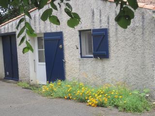 Pavillon de chasse des Prairies de Pacouinay - Oulmes vacation rentals