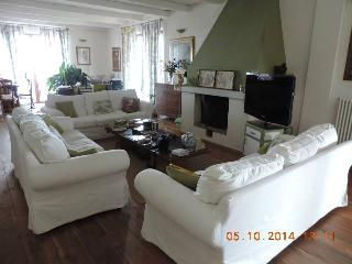 5 bedroom B&B with Internet Access in Castelnuovo Calcea - Castelnuovo Calcea vacation rentals