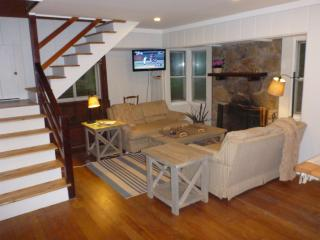 Michiana Shores Cottage 2BR 2BA  - Walk to Beach! - Michiana Shores vacation rentals