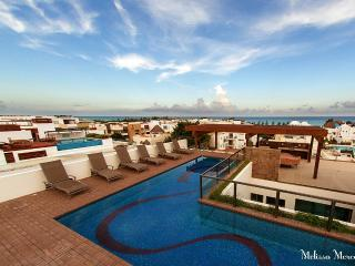 Beautiful Condo with Deck and Internet Access - Playa del Carmen vacation rentals
