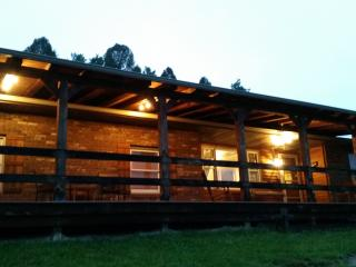 Logan's Retreat - Hocking Hills Cabin with Hot Tub - Union Furnace vacation rentals