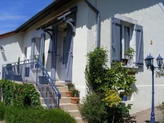 Cozy 2 bedroom Guest house in Autun - Autun vacation rentals
