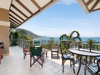 """Santai 11""""Fantastic Views - Palm Cove vacation rentals"""