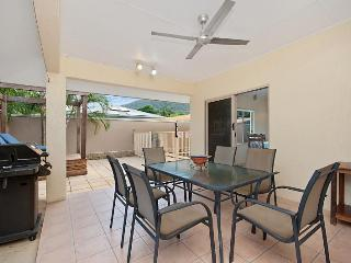 3 bedroom House with Dishwasher in Palm Cove - Palm Cove vacation rentals
